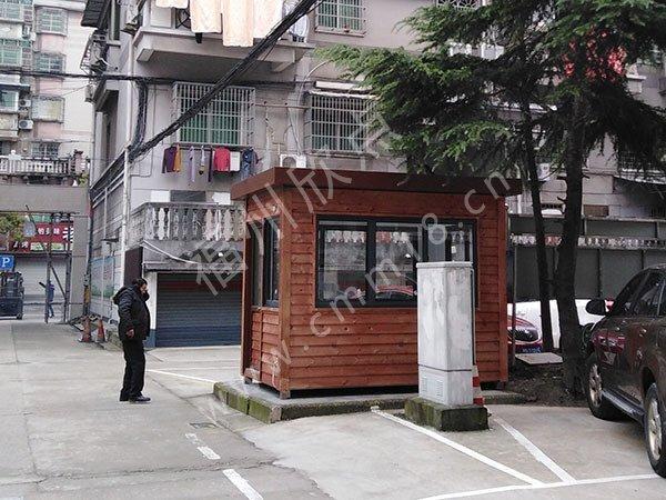 福州岗亭厂家:小区防腐木保安岗亭隔热保温用料